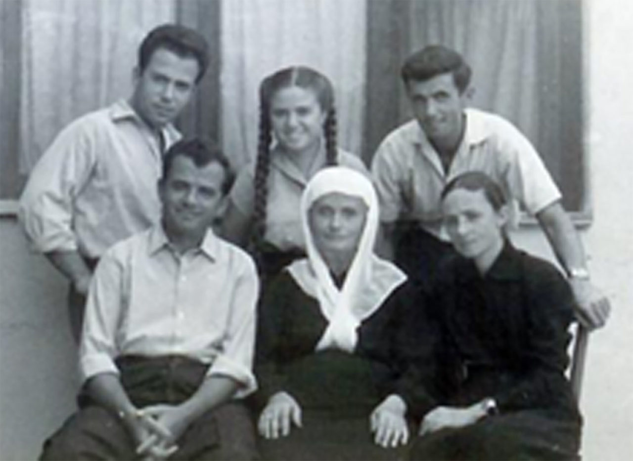 The Veseli Family - easy to read life story