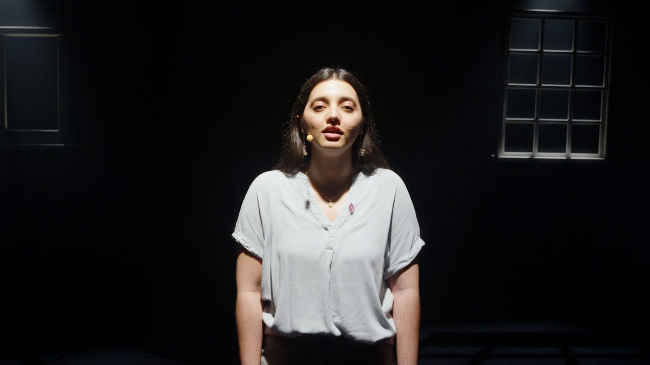 Hafsa Jalisi performs 'Nemoj Zalit Suzama' by Mensura Bajraktarević